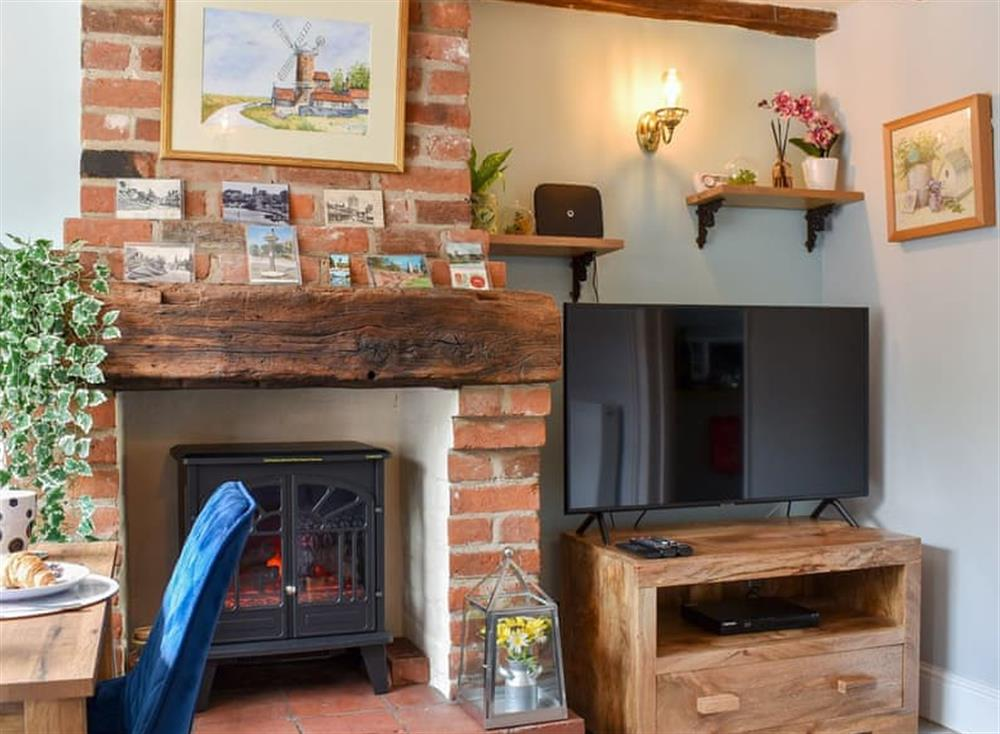 Charming living area at Puddingmoor Cottage in Beccles, Suffolk