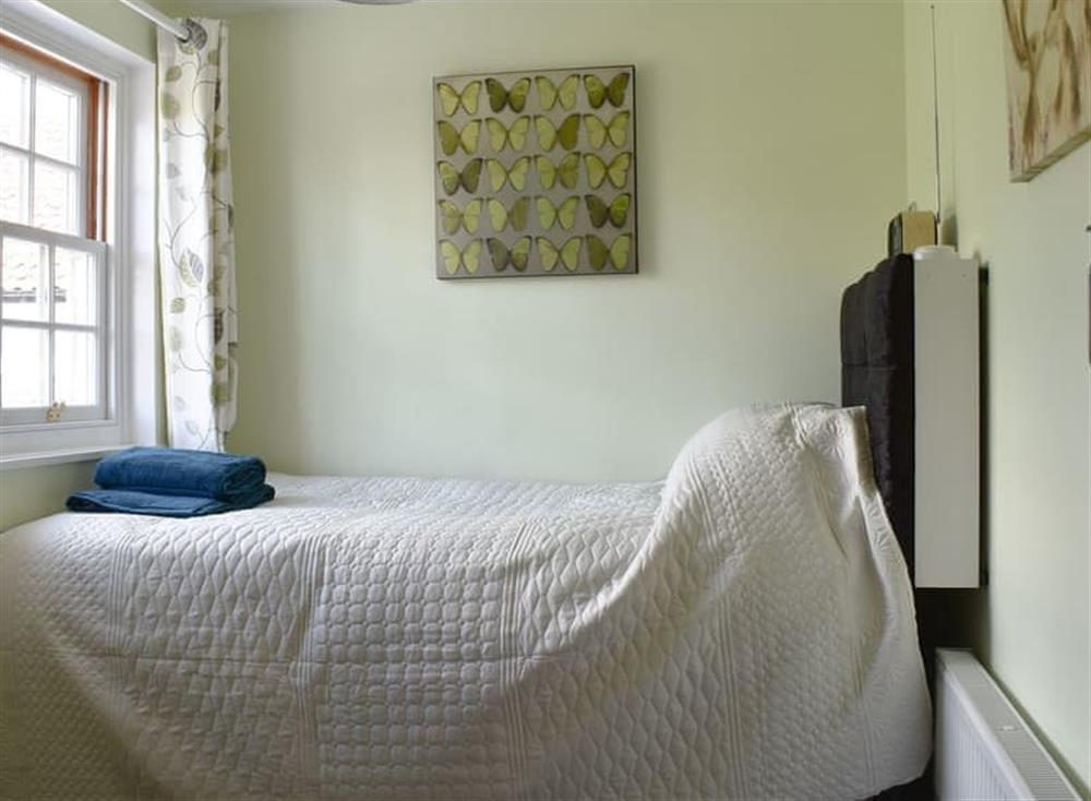 Comfy single bedroom at Puddingmoor Cottage in Beccles, Suffolk