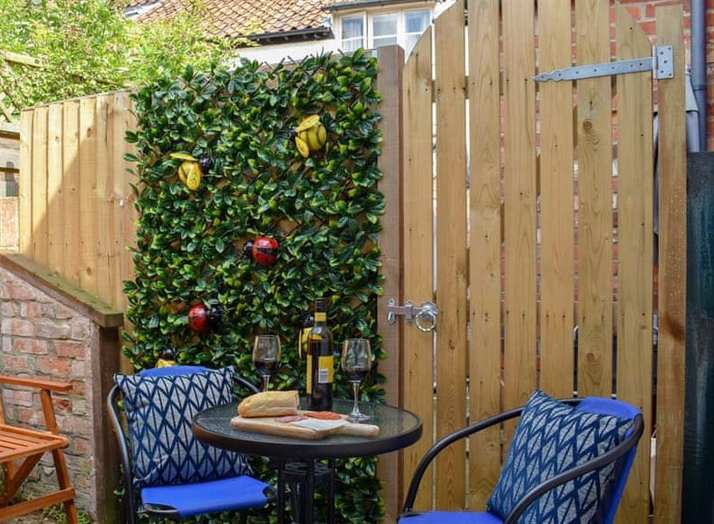 Sitting-out-area at Puddingmoor Cottage in Beccles, Suffolk