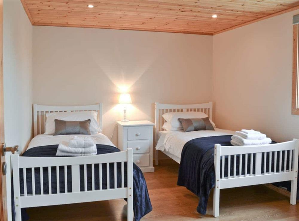 Twin bedroom at Puddleduck in Fritton, near Great Yarmouth, Norfolk