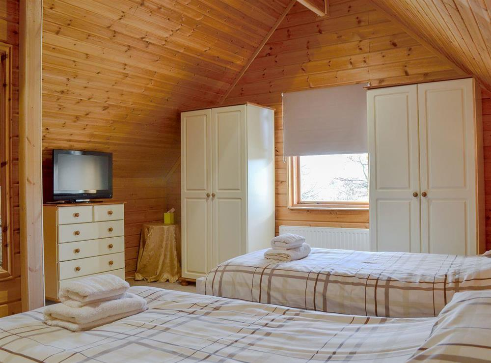 Comfortable twin bedroom at Quarry Lodge in Munsley, near Ledbury, Herefordshire