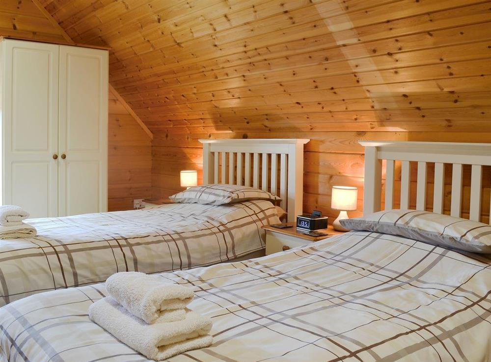 Comfy twin bedroom at Quarry Lodge in Munsley, near Ledbury, Herefordshire