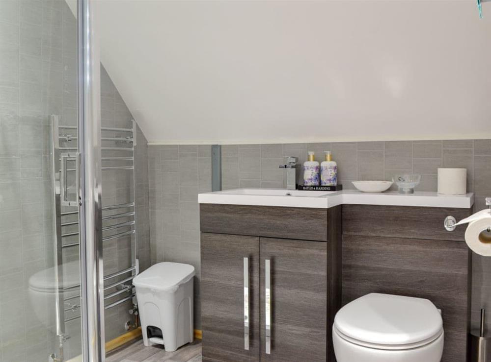 En-suite shower room at Quarry Lodge in Munsley, near Ledbury, Herefordshire
