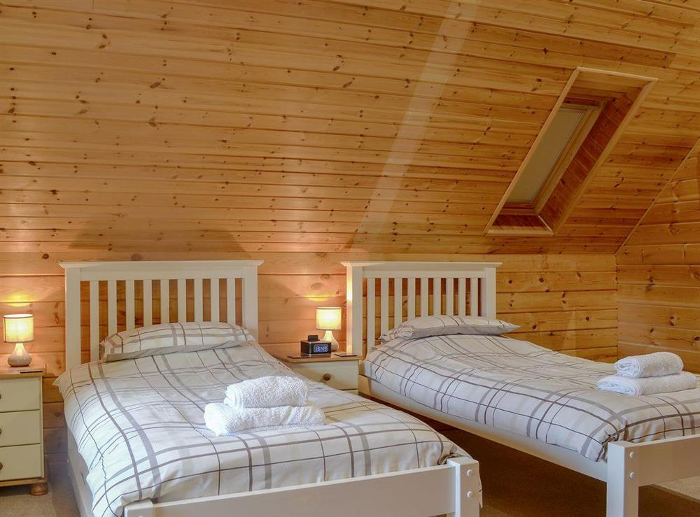 Spacious twin bedroom at Quarry Lodge in Munsley, near Ledbury, Herefordshire