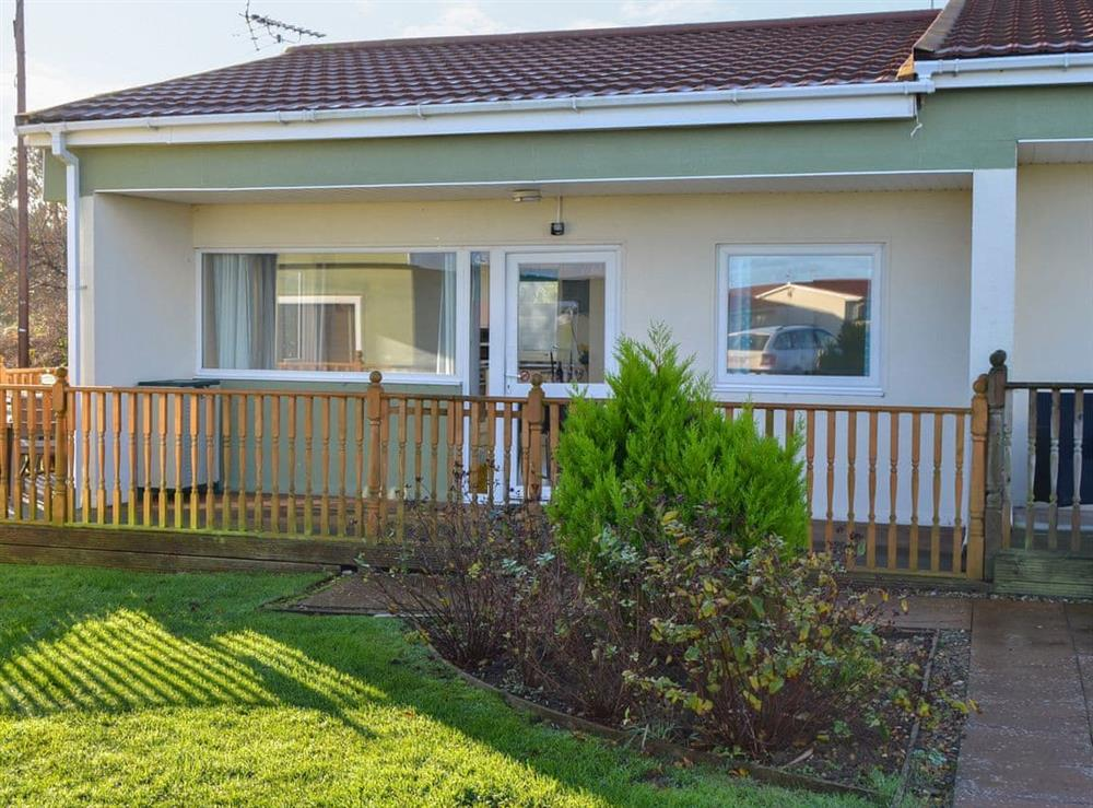 Lovely semi-detached bungalow at Beach Therapy,