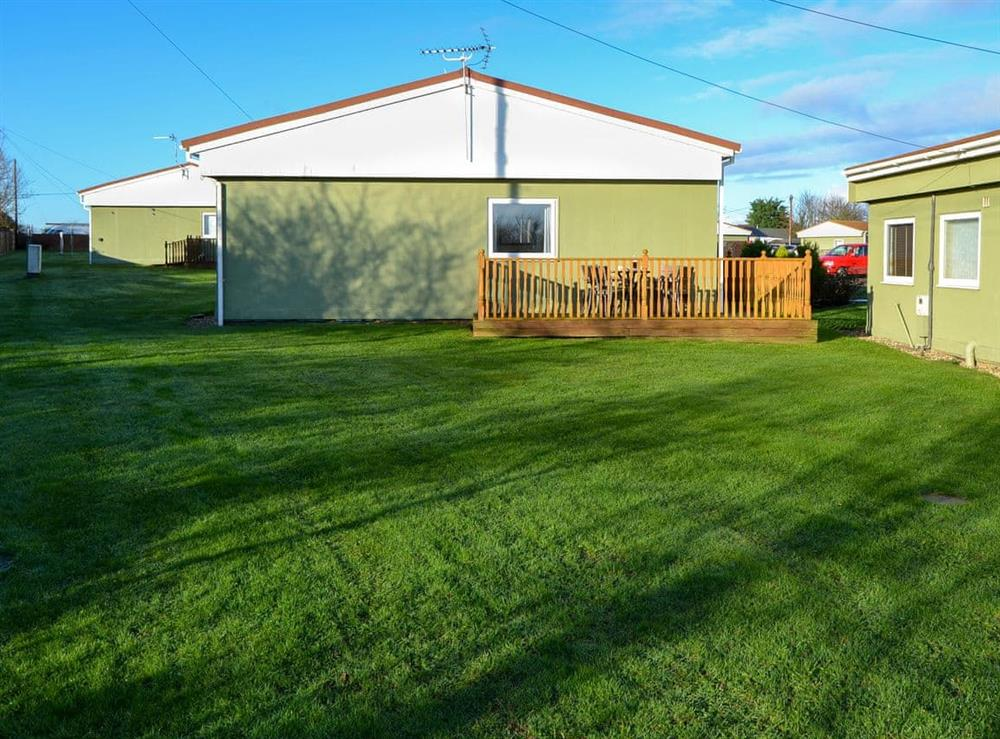 Shared lawned garden at Beach Therapy,