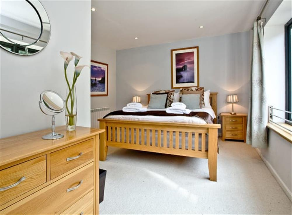Double bedroom at Raymar House in , Dartmouth