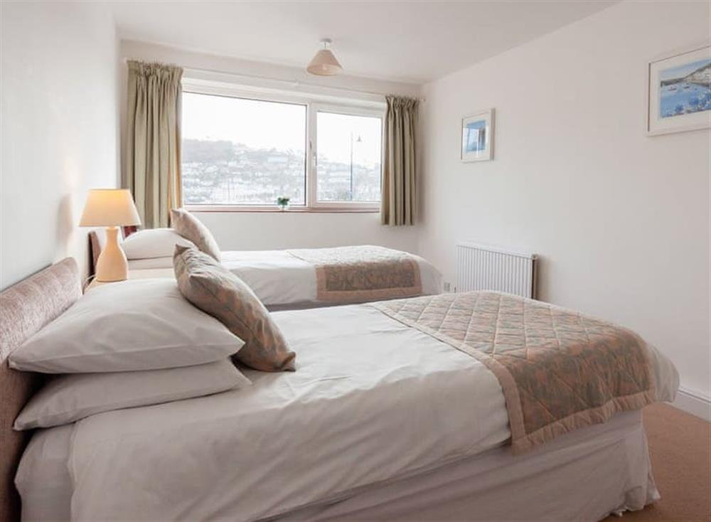Welcoming twin bedroom at Rivers Reach in Dartmouth, Devon