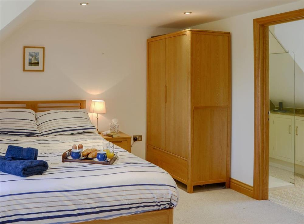 Comfortable double bedroom with en-suite shower at Riversdale Cottage in Irstead, near Wroxham, Norfolk