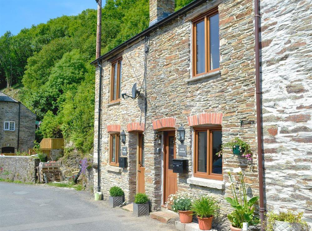 Chamring holiday home at Rock Bottom in Milton Combe, near Yelverton, Devon