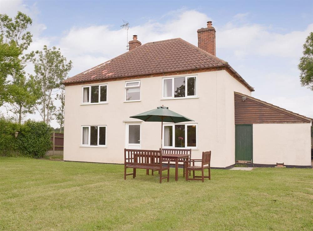 Detached cottage with large lawned garden at Rose Farm Cottage in Frostenden, near Beccles, Suffolk