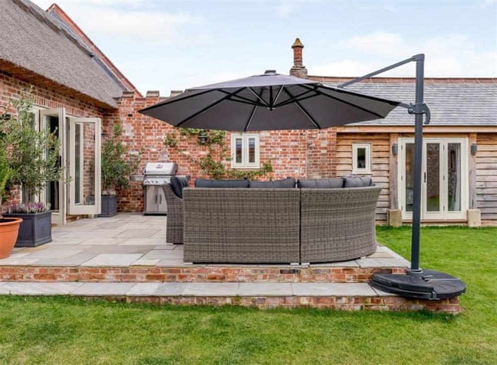 Lawned garden area with patio at Deer View Cottage,