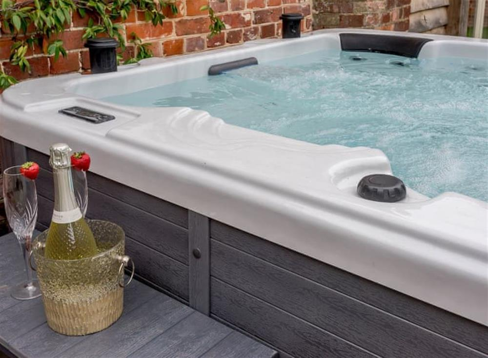 Luxurious hot tub at Deer View Cottage,