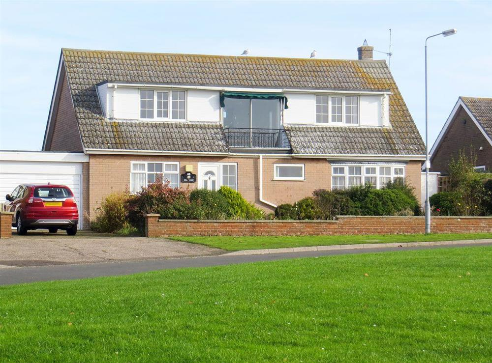 Attractive detached chalet house at Sea View in Hunstanton, Norfolk