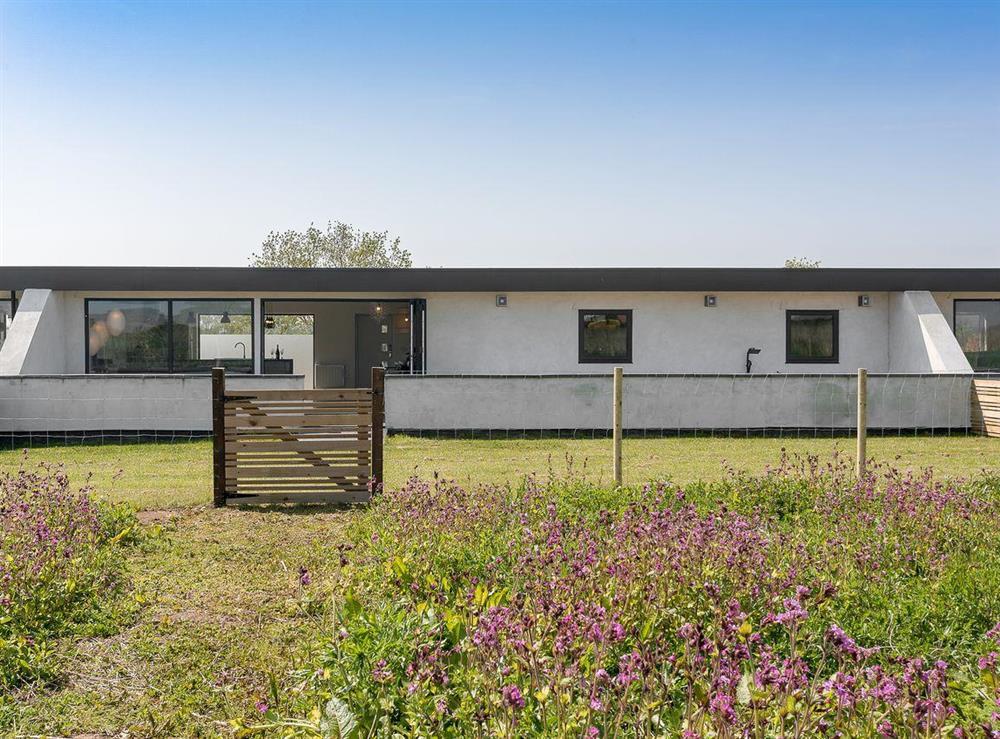 Stunningly presented, single-storey holiday home at Seaglass Barn (Sand),