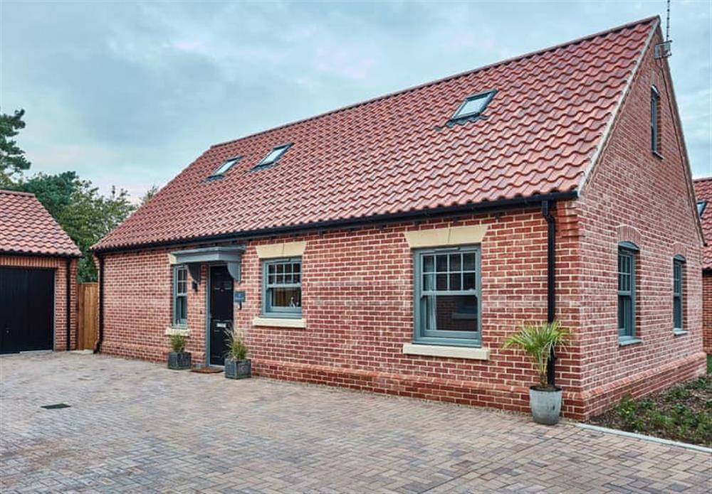 Brick-built holiday cottage with ample parking