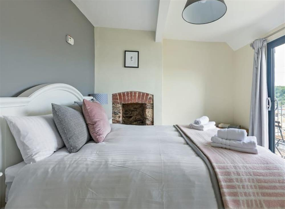 Light and airy double bedroom at Seaview in Dartmouth, Devon