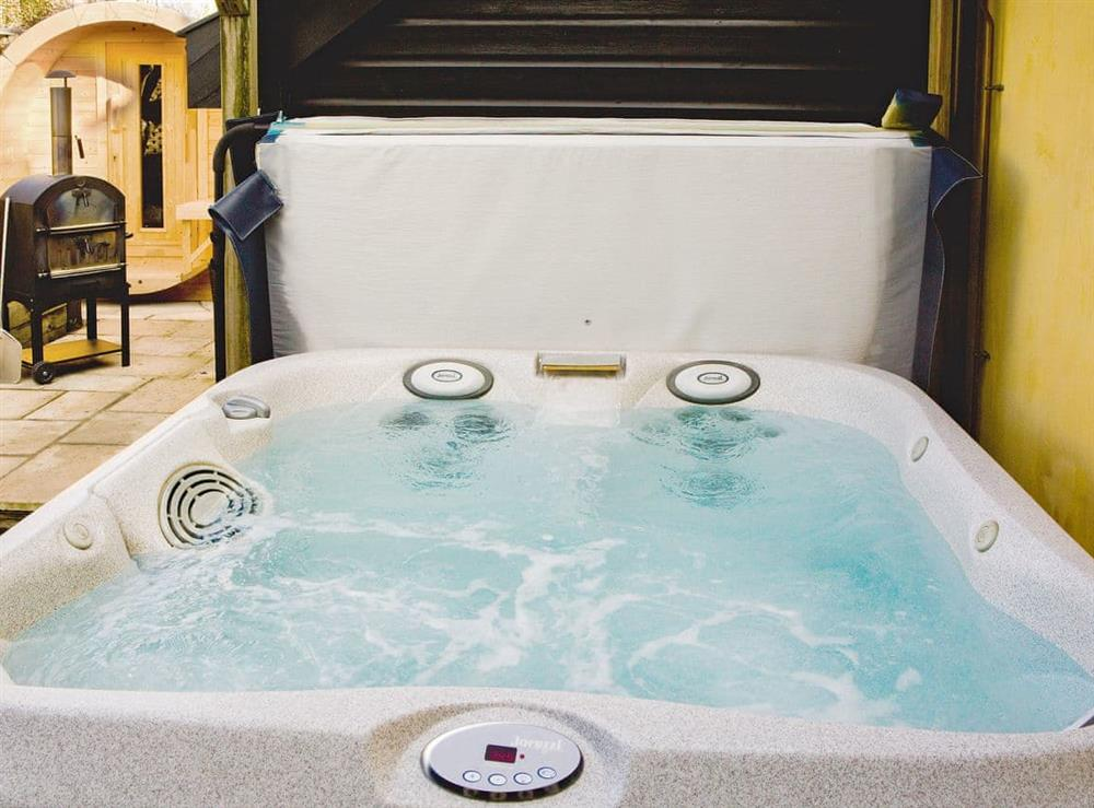 Private hot tub at Oak Cottage,