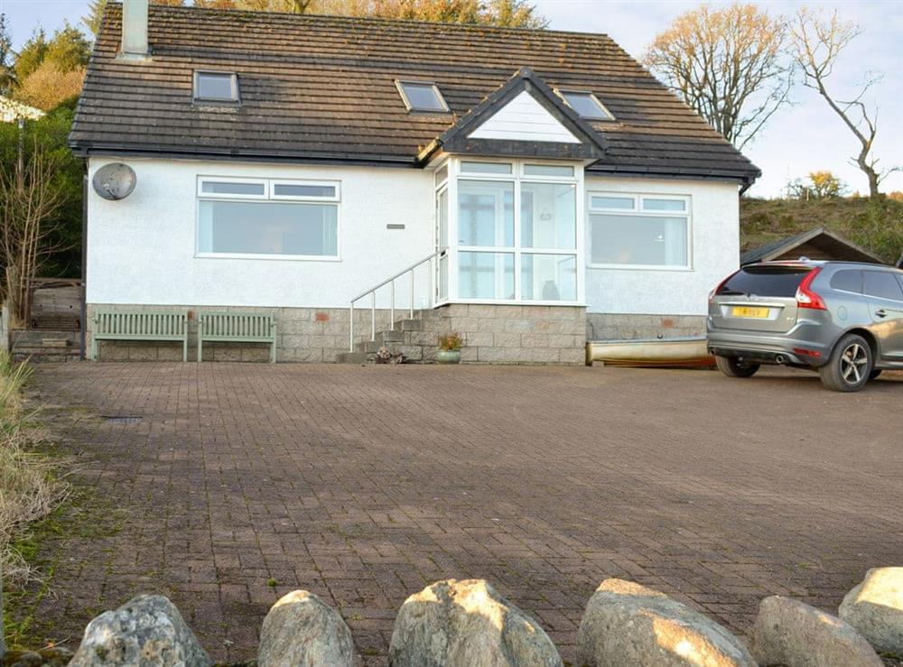 Delightful holiday home with off road parking at Shoreside in Tignabruaich, Argyll