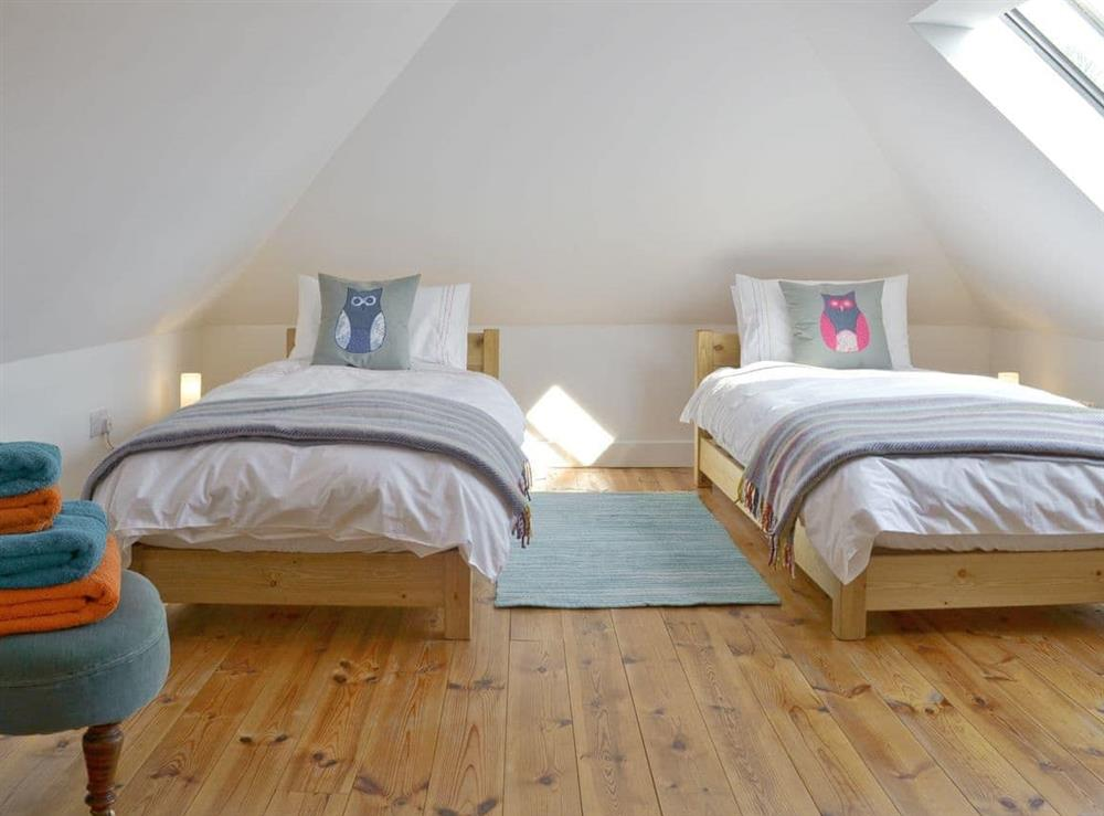 Light and airy twin bedroom at Southlake Barn in Dousland, near Yelverton, Devon
