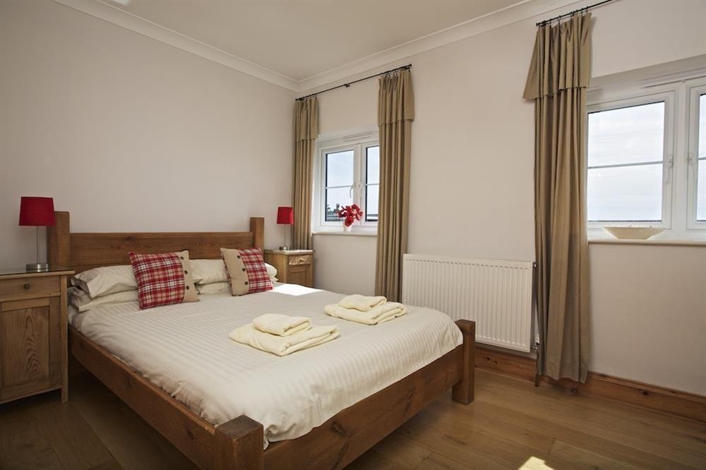 Master ensuite bedroom with King size pine bed (photo 2) at Southview in Blackawton, Nr Dartmouth