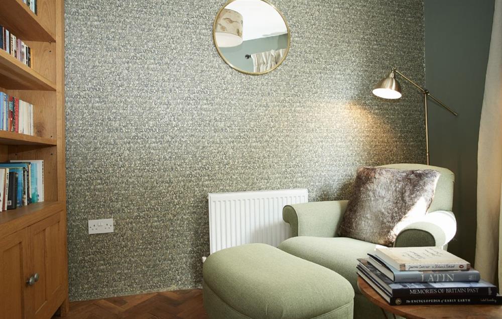 Ground floor: Snug room with parquet flooring