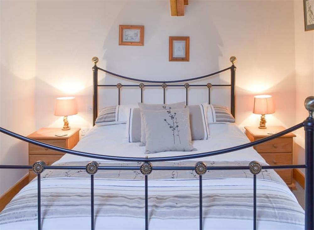 Welcoming double bedded room at Stable Barn in Hendham, near Kingsbridge, Devon