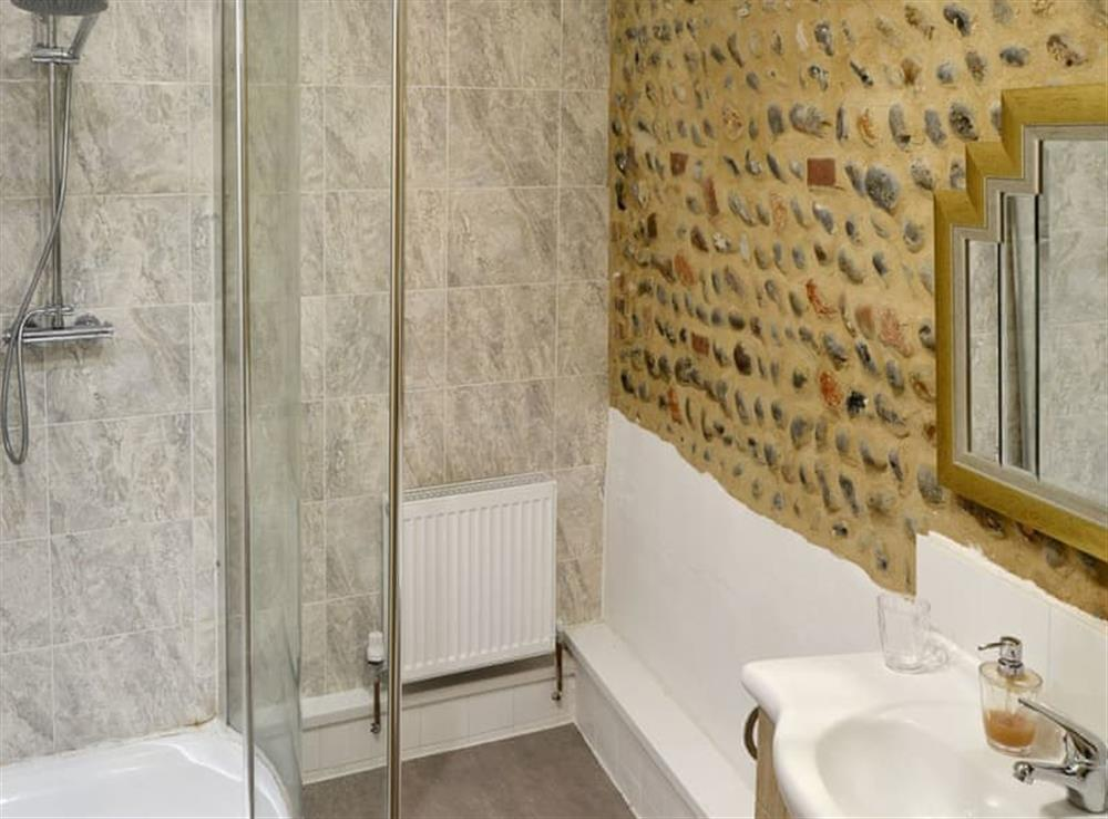 Shower room at Courtyard Barn,