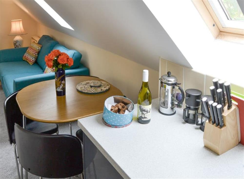 Convenient dining area at Oak View Lodge,