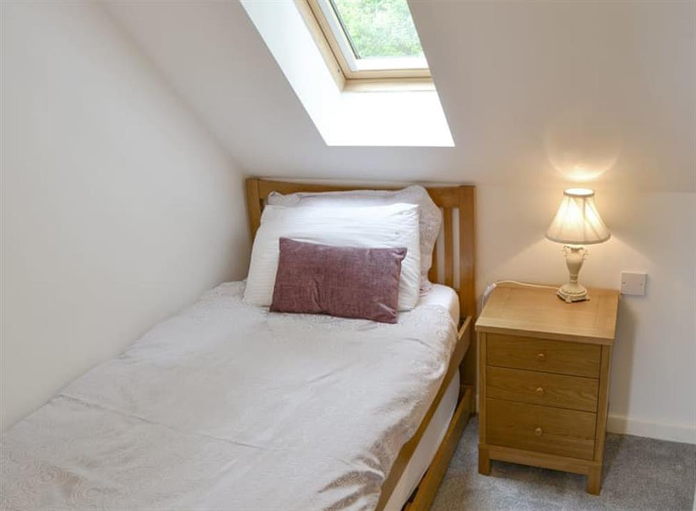 Light and airy single bed at Oak View Lodge,