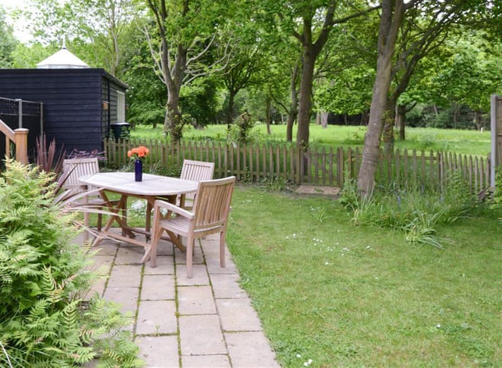 Patio and garden area at Oak View Lodge,