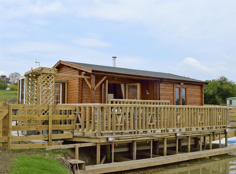 Attractive holiday-lodge at Robin Lodge,