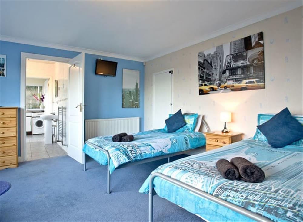Twin bedroom at Tanna Nivas in Paignton, South Devon
