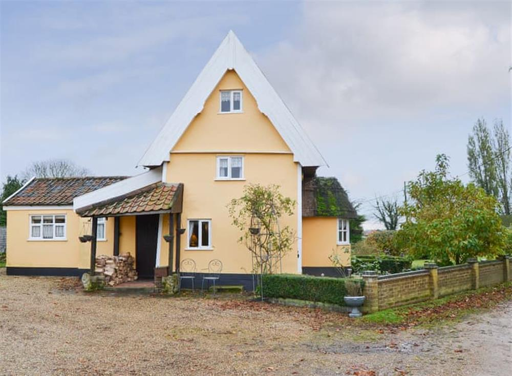 Lovely large part-thatched farmhouse with gravelled parking area at Tattlepot Farmhouse in Pulham Market, near Diss, Norfolk