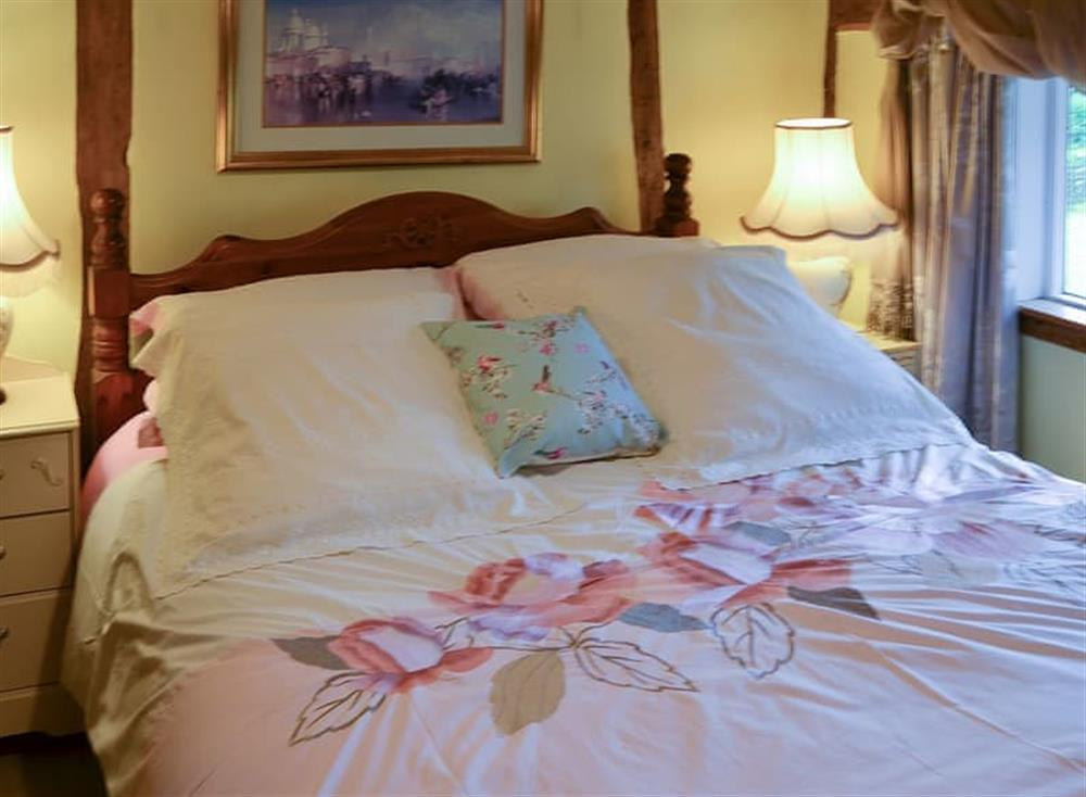 Welcoming double bedroom at Tattlepot Farmhouse in Pulham Market, near Diss, Norfolk