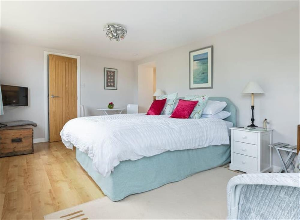 Spacious open plan living/dining/bedroom (photo 2) at The Cabin in Dartmouth, Devon