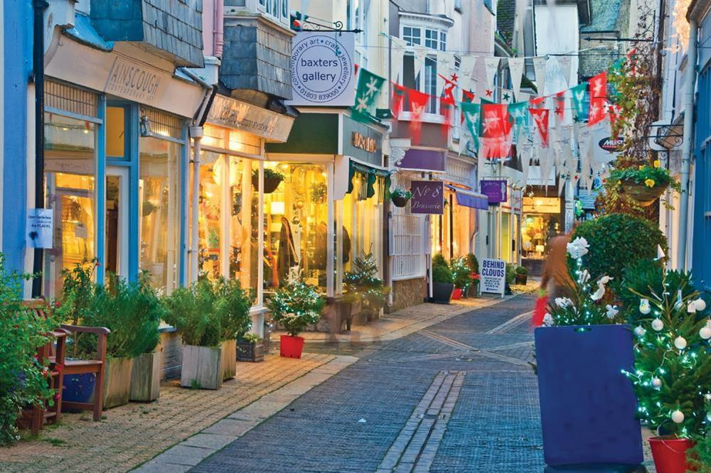 Shopping in Foss Street, Dartmouth