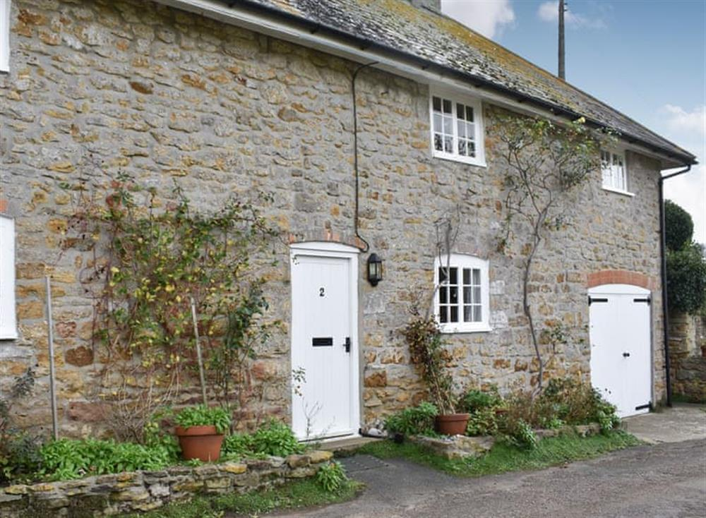Lovely and tranquil 17th century cottage in the village of Abbotsbury