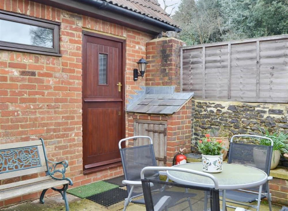 Attractive holiday home with patio area at The Cottage Apartment in Runfold, near Farnham, Surrey