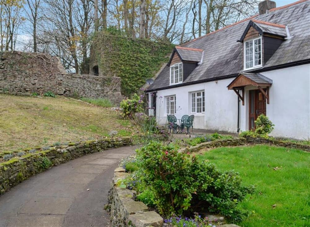 Lovely Welsh holiday cottage set in 38 acres of farmland at The Cwtch in Bettws, near Bridgend, Glamorgan, Mid Glamorgan