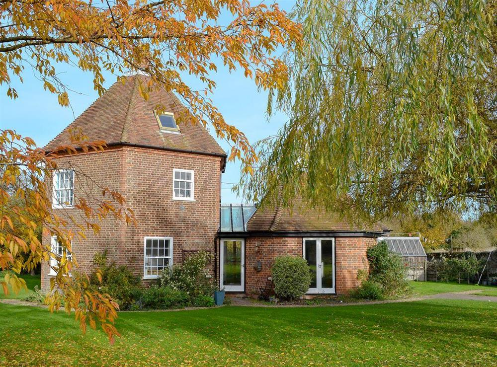 Quirky, attractive holiday property at Willow Tree House,