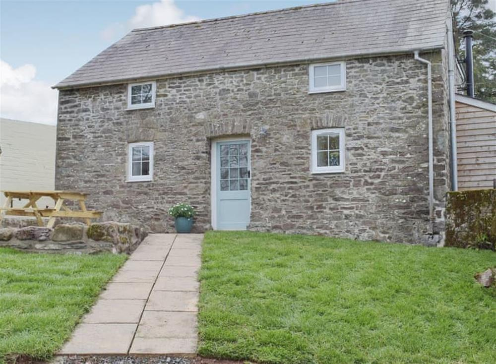 The Granary is a detached property