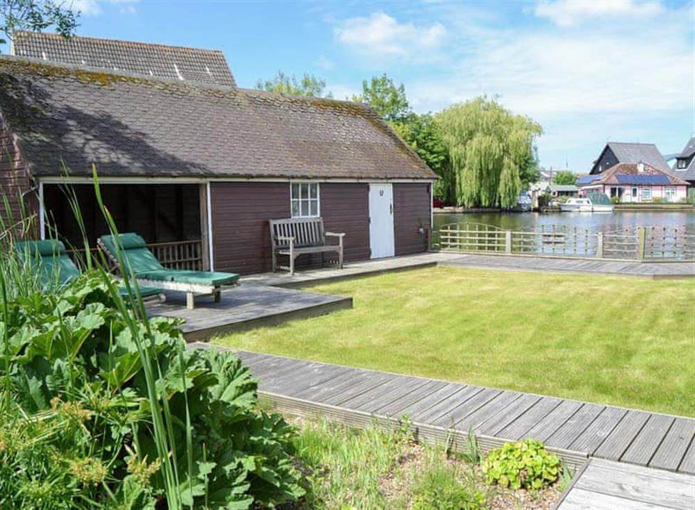 Sitting-out-area at The Haven in Hoveton, near Wroxham, Norfolk