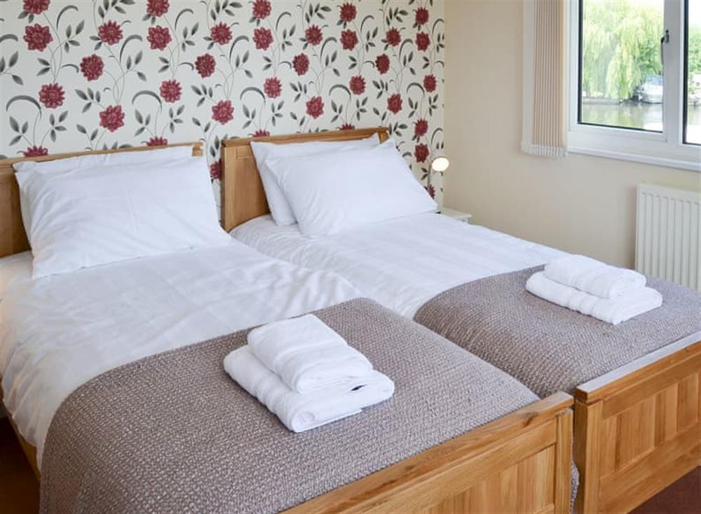 Twin bedroom at The Haven in Hoveton, near Wroxham, Norfolk