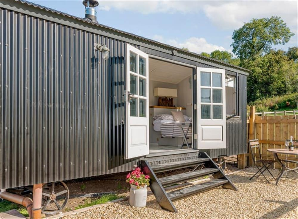 Attractive shepherds hut with gravelled patio area