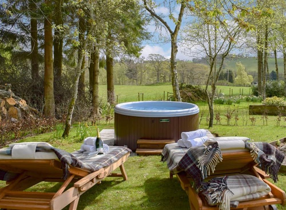 Hot tub in a delightful setting at The Indie House in Ochtertyre, near Crieff, Perthshire