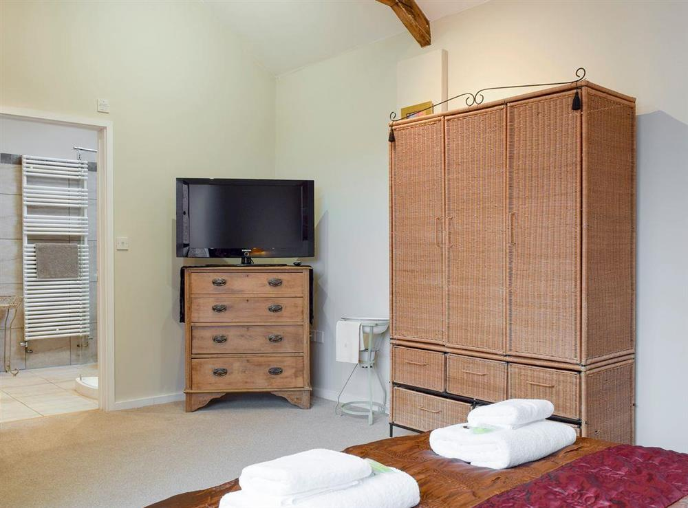 Ample storage and en-suite within master bedroom at The Joinery in Ledbury, Herefordshire