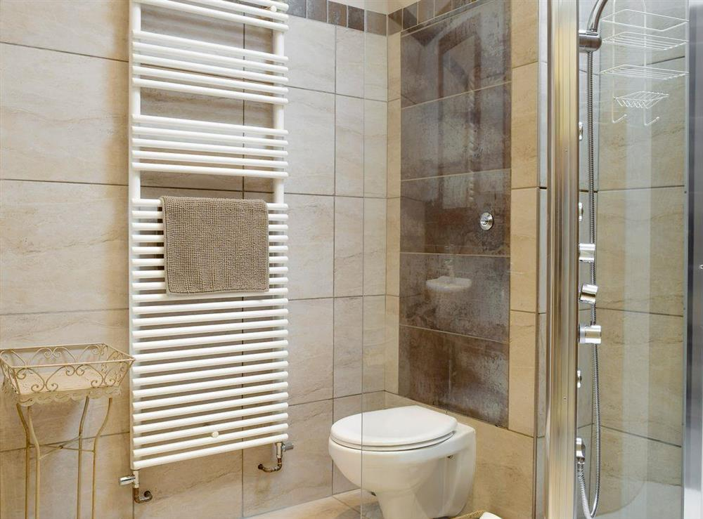 En-suite shower room with heated towel rail at The Joinery in Ledbury, Herefordshire