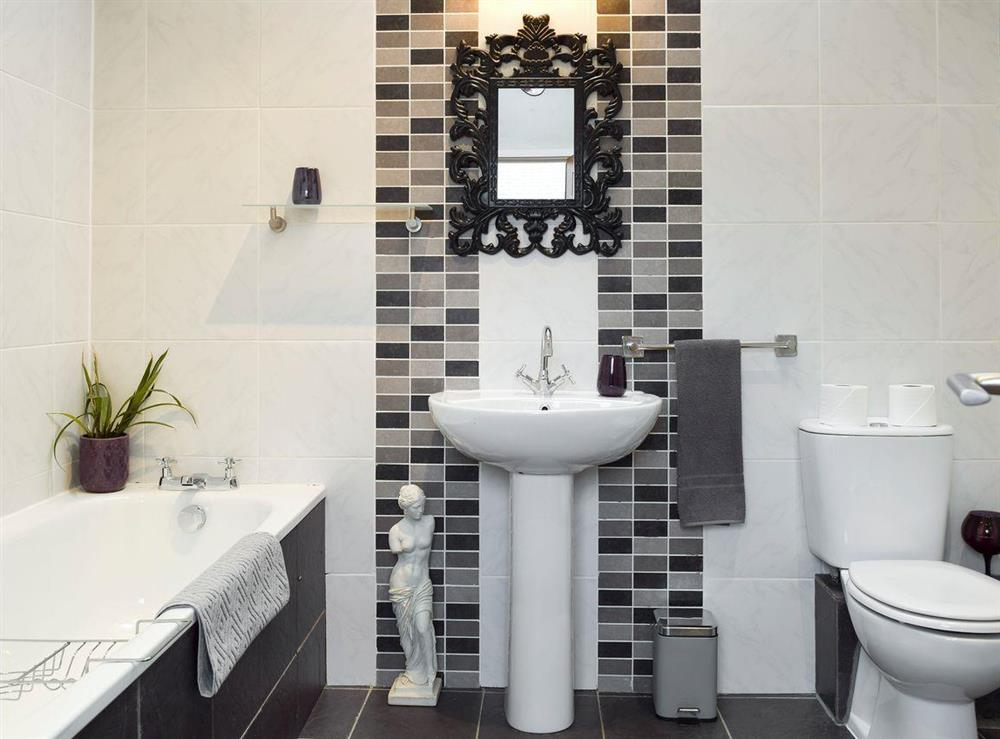Family bathroom at The Joinery in Ledbury, Herefordshire