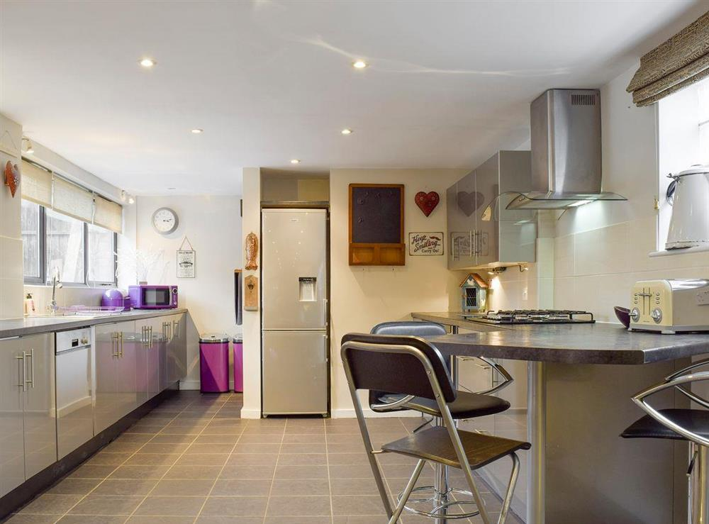 Well-equipped fitted kitchen at The Joinery in Ledbury, Herefordshire